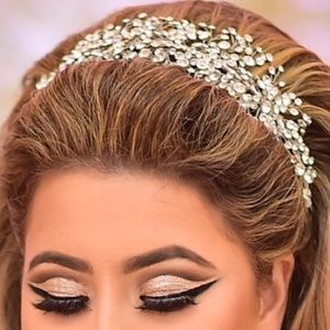 Bridal style boutique head piece